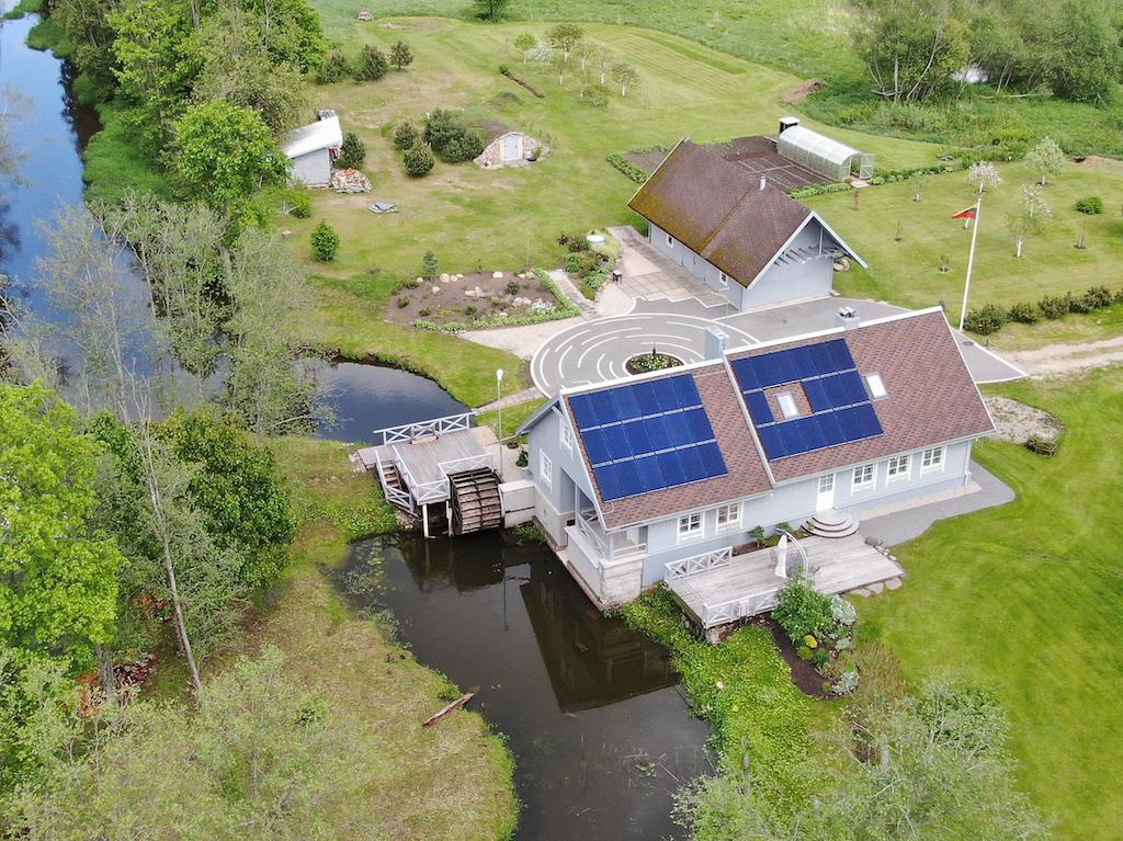 saules elektrines namuose